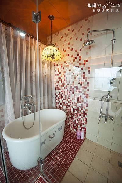 小木屋紫浴缸 拷貝.jpg