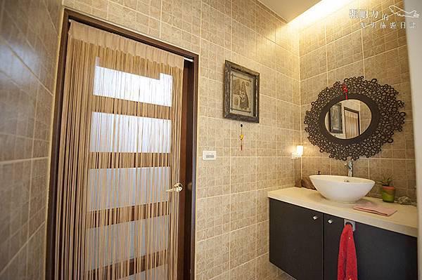一樓浴廁門口 拷貝.jpg