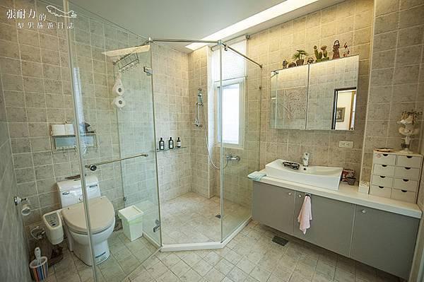 二樓主臥室 浴室 拷貝.jpg