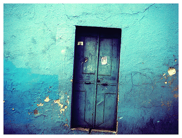 the_blue_door_by_thanuU.jpg