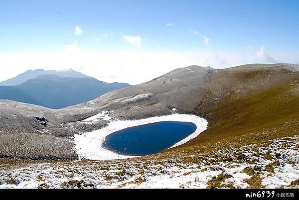戴白圍巾的嘉明湖