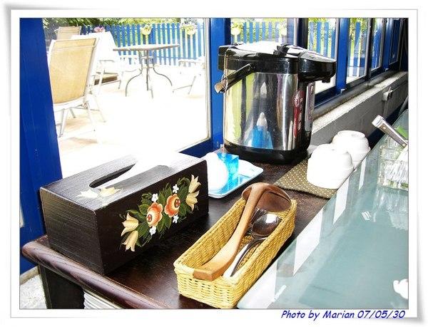 貼心的桌邊預備餐具及熱水