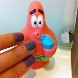 紫色指甲油
