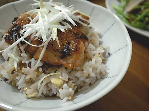 香煎椒麻雞腿丼