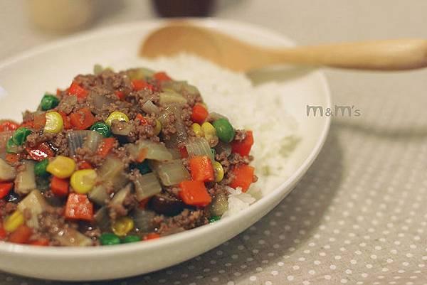 牛肉蔬菜濃汁丼