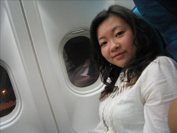 又搭上另一架飛往雪梨的班機了