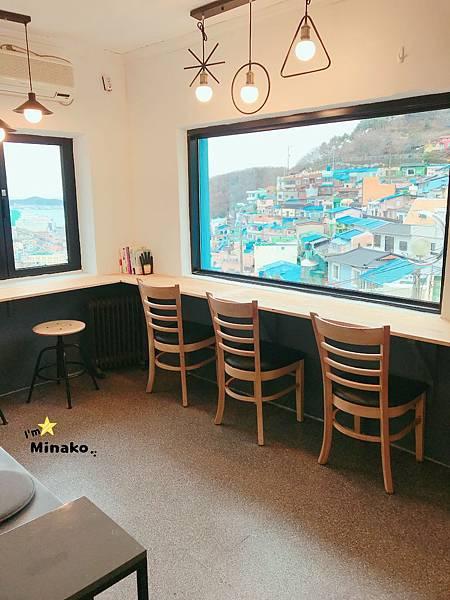 [釜山咖啡廳推薦] 甘川洞文化村Blue House內用座位