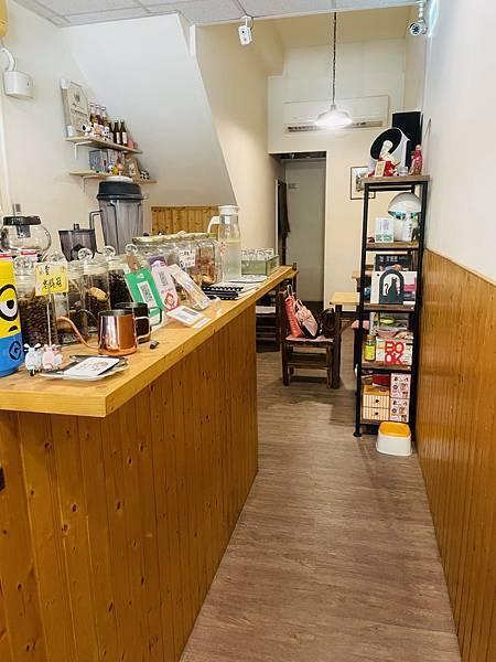 永和美食推薦:貓咪日和咖啡屋 座位區