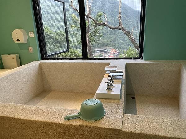 烏來溫泉:旅晨湯池