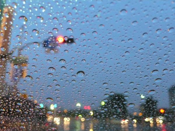 雨珠與紅燈5.jpg