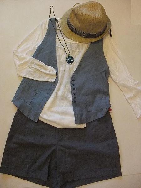 ZARA 白色七分橫條罩衫 1165-2.JPG
