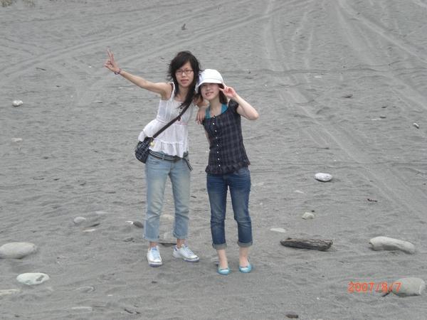 風大的沙灘上