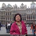 DSC03777 比利時黃金廣場-老媽.JPG