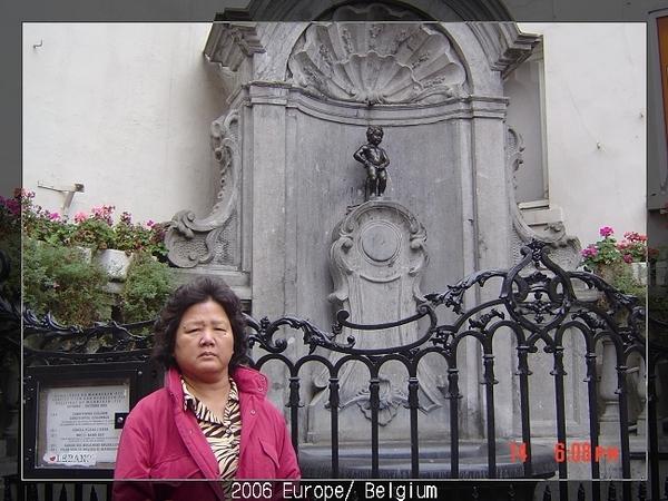DSC03768 比利時尿尿小童-老媽.JPG
