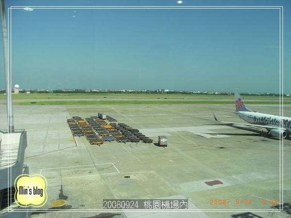 R0013448 桃園機場內.JPG