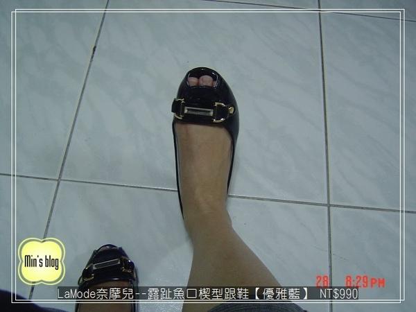 DSC01519 20090328 LaMode奈摩兒--雙D釦立面寶石露趾魚口楔型跟鞋A012-105【優雅藍】 NT$990.JPG