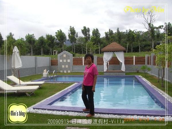 R0019059 日暉國際渡假村-Villa泳池 老媽.JPG
