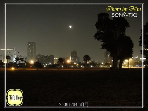 DSC00586 20091204 85大樓&明月.JPG