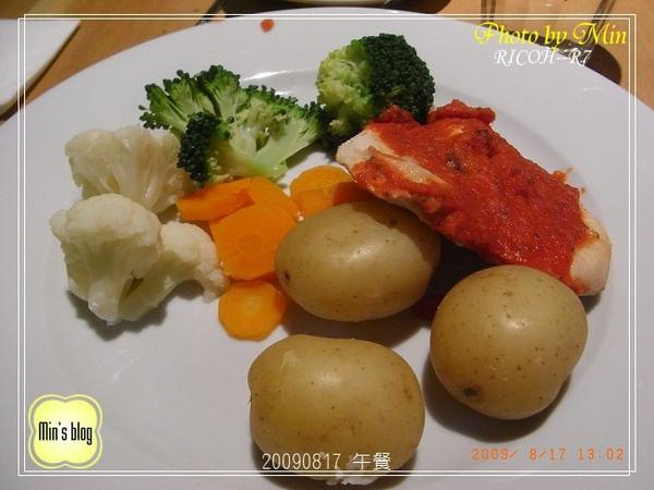 R0017586 午餐.JPG