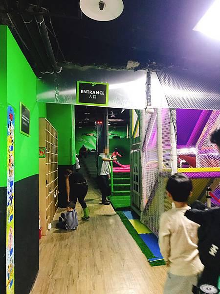 【遊記】全台唯一跳跳床樂園「Flip Out彈翻床」新鮮遛小孩放電景點!推薦4★7.jpg