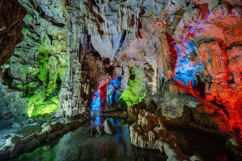 Ha Long Bay Cave.jpg