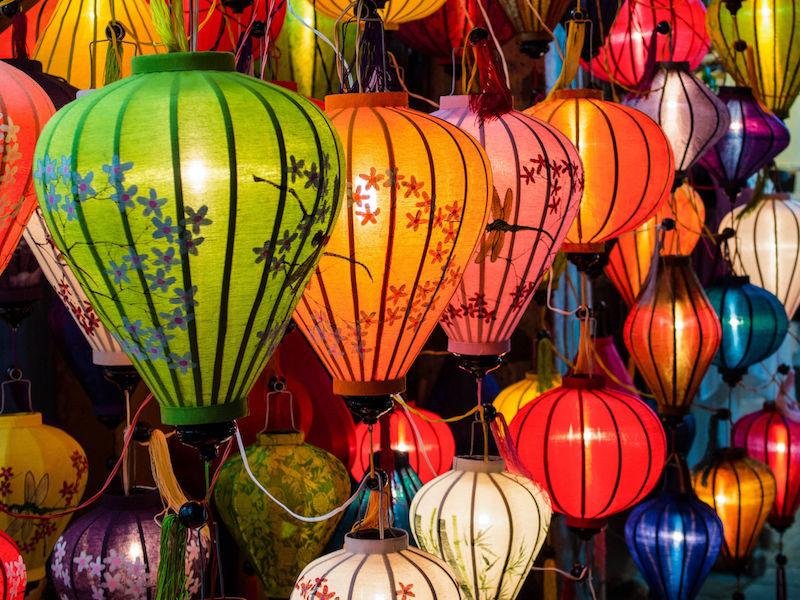 傳統燈具在老城區會安