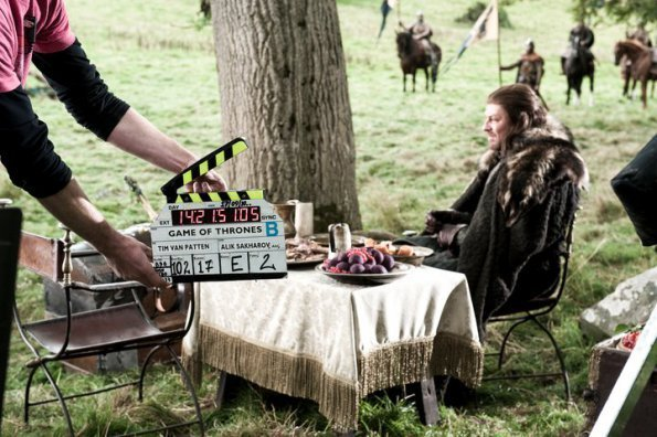 Behind-The-Scenes-game-of-thrones-20577345-595-396.jpg