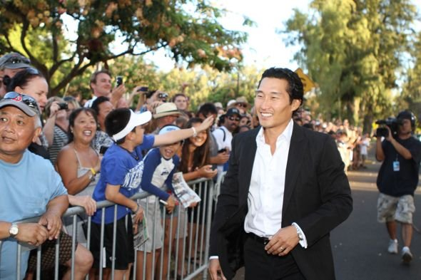 Hawaii_Five_0_Sunset_On_The_Beach_Premiere_4-3593_595.jpg