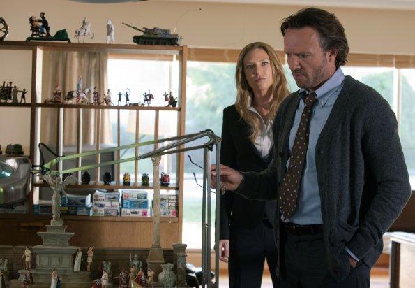 Fringe S04E02 (3).jpg