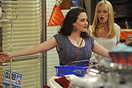 2 BROKE GIRLS S01E03 (10).jpg