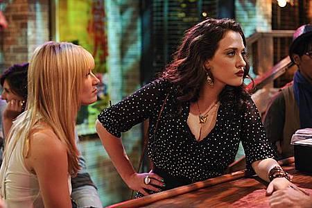 2 BROKE GIRLS S01E03 (16).jpg