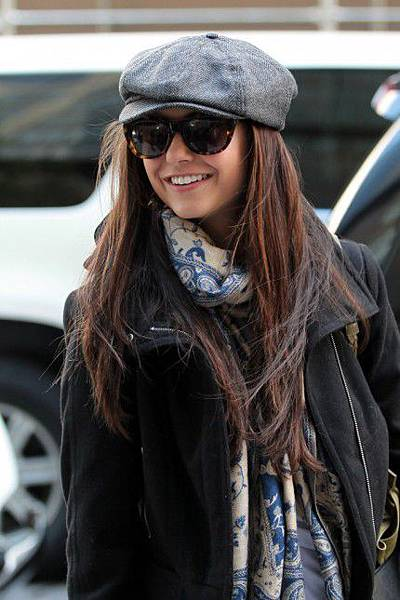 Nina-Dobrev-Breast-Cancer-Awareness-Month-Sightings-New-York-City-10022011-02-430x645.jpg