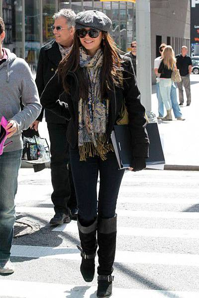 Nina-Dobrev-Breast-Cancer-Awareness-Month-Sightings-New-York-City-10022011-03-430x645.jpg