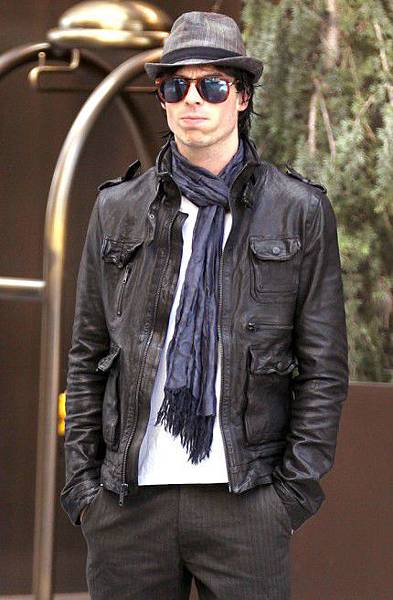 Nina-Dobrev-Ian-Somerhalder-The-Vampire-Diaries-Sightings-New-York-City-10022011-03-430x657.jpg