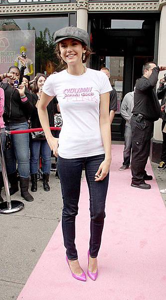 Nina-Dobrev-Ian-Somerhalder-The-Vampire-Diaries-Sightings-New-York-City-10022011-13-430x776.jpg