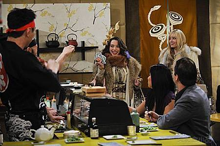2 BROKE GIRLS S01E04 (1).jpg
