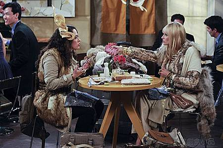 2 BROKE GIRLS S01E04 (3).jpg