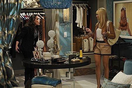 2 BROKE GIRLS S01E04 (6).jpg