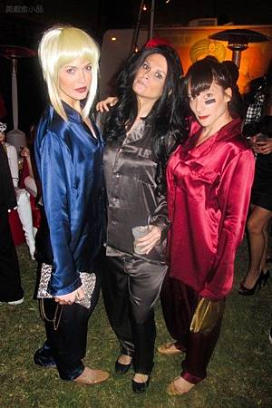 adam-levine-halloween-party-11022011-01-430x645.jpg