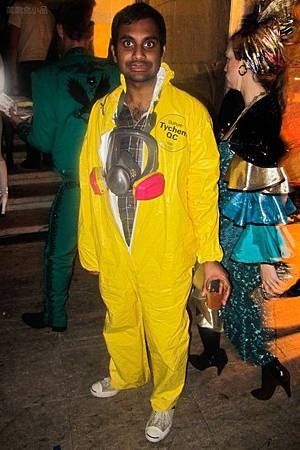 adam-levine-halloween-party-11022011-14-430x645.jpg
