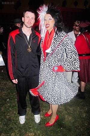 adam-levine-halloween-party-11022011-18-430x645.jpg