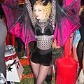 adam-levine-halloween-party-11022011-19-430x645.jpg
