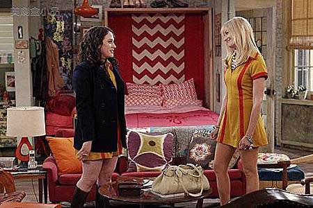 2 BROKE GIRLS 1x14 (4).jpg