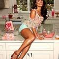 lea-michele-candies-01262012-13-435x580.jpg