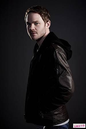 Mike Weston(Shawn Ashmore)