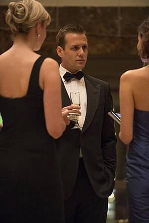 Suits 2x6 (1)