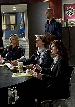 Criminal Minds 8x1 (6)