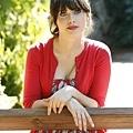 best-actress-zooey-deschanel1_374x500