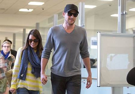 lea-michele-cory-monteith-LAX-01072013-01-580x435