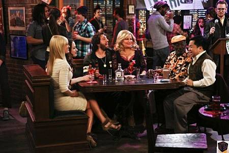 Two Broke Girls2x17 (1)